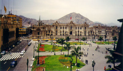 Lima: the presidential palace in the Plaza des Armas